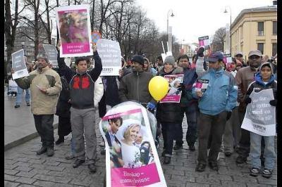 Cristianos y musulmanes defienden juntos el matrimonio hombre-mujer en las calles de Oslo