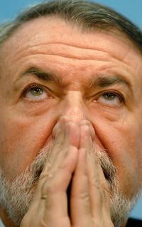 """MAYOR OREJA EN LA ESCUELA DE VERANO DE DENAES: """"AFIRMAR QUE ETA Y BILDU NO SON LO MISMO ES UN INSULTO A LA INTELIGENCIA DE LOS ESPAÑOLES""""."""